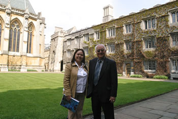 Grandmaster Yap Cheng Hai and Master Angela Ang in Oxford University grounds